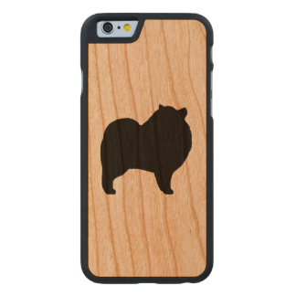 Keeshond-Silhouette Carved® iPhone 6 Hülle Kirsche