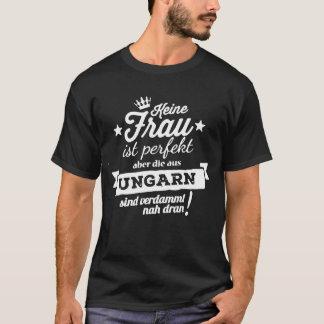 Keine Frau ist Perfekt Aber die Aus Ungarn Sind VE T-Shirt