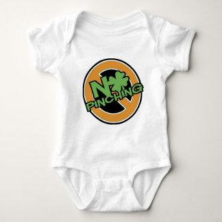 Keines klemmenden St Patrick Tag Baby Strampler