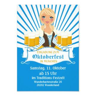 Kellnerin mit Einladung BierStein Oktoberfest