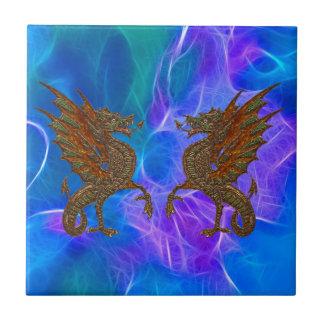 Keltische Drachen Walisers im Gold auf Blues III Fliese
