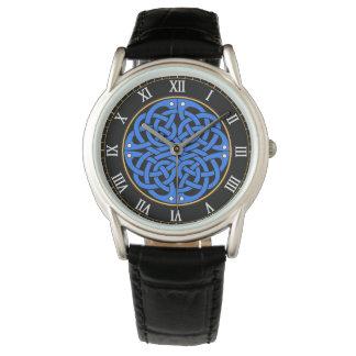 keltische Knotenpolizei passt auf Armbanduhr