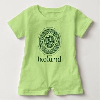 Keltische Knüpfarbeit-irisches Medaillon-Muster im Baby Strampler