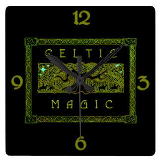 Keltische Magie - der große Baum Quadratische Wanduhr