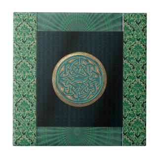 Keltischer Knoten auf schwarzem und grünem Kleine Quadratische Fliese