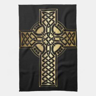 Keltisches Knoten-Kreuz im Gold und im Schwarzen Handtuch