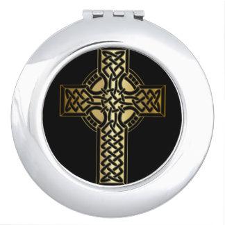 Keltisches Knoten-Kreuz im Gold und im Schwarzen Schminkspiegel