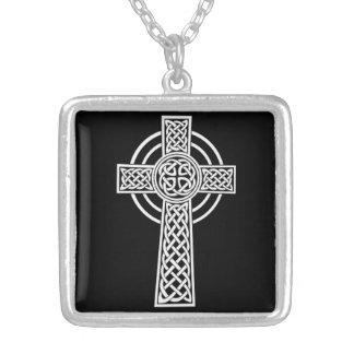 Keltisches Kreuz-Halskette Versilberte Kette