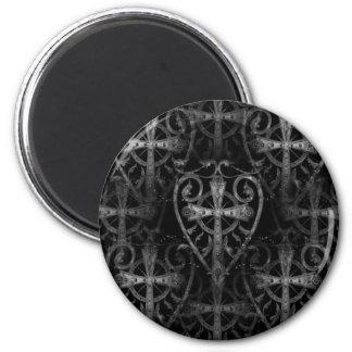 Keltisches Kreuz in der gotischen Kryptatür des He Magnete