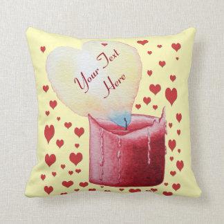 Kerzenkunst der geformten Flamme des Herzens rote Kissen