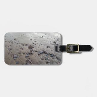 Kiesel auf dem Sand-Gepäckanhänger Kofferanhänger