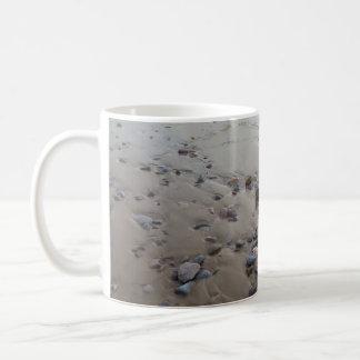 Kiesel auf der Sand-Tasse Kaffeetasse