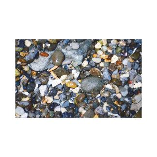 Kiesel auf einem Strand Leinwanddruck