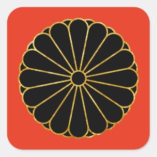 Kiku Chrysantheme-Montag-Goldschwarzes auf Rot Quadratischer Aufkleber