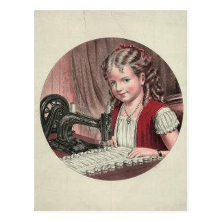 Kind an Nähmaschine Postkarte
