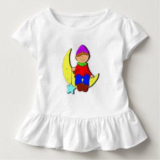 Kind auf dem weißen Rüschekleid des Mondes Kleinkind T-shirt