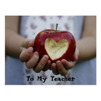 Kind mit Apfelherzen Postkarte