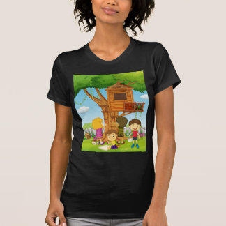 Kinder, die Baumhaus im Park malen T-Shirt