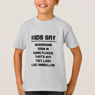 Kinder sagen: Pilze wachsen in den feuchten T-Shirt
