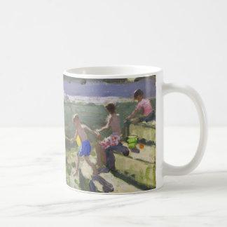 Kinder und Seemöwen Looe 2013 Kaffeetasse