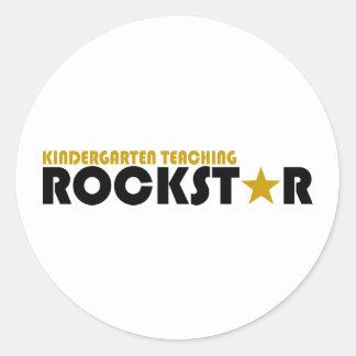 Kindergarten, der Rockstar unterrichtet Runder Aufkleber