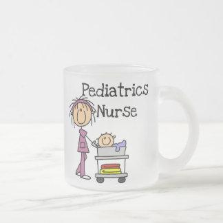 Kinderheilkunde-Krankenschwester-T-Shirts und Matte Glastasse