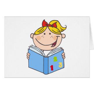 Kindermädchen, das ein Buch liest Karte