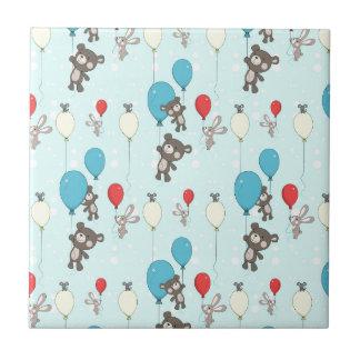 Kinderzimmermuster mit Teddy und Häschen Keramikfliese