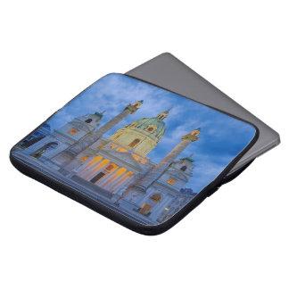 Kirche von Heiligem Charles, Wien Laptopschutzhülle