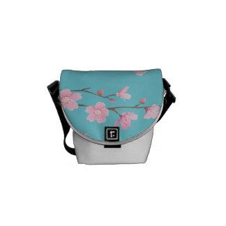 Kirschblüte Kurier Taschen