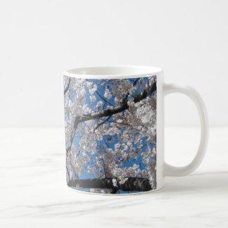 KIRSCHblüte UNTER BLAUEN HIMMELN Kaffeetasse