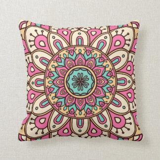Kissen mit Mandala-Blumenmuster-Druck