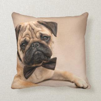 Kitz-Mops-Hund mit Bogen-Krawatte Kissen