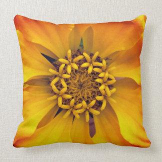 Klare gelbe Blume Kissen