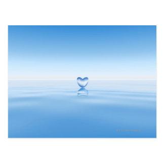 Klare Herzform auf Wasser Postkarte