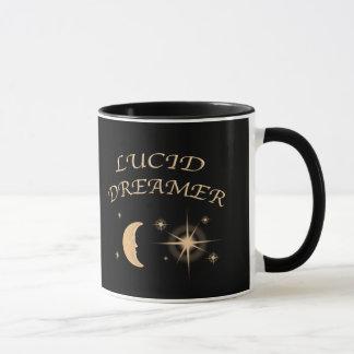Klare Tasse schwarzer Kaffee des Träumers