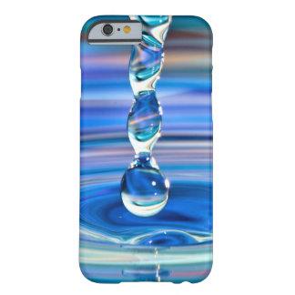 Klares blaues Wasser-Tropfen-Fließen Barely There iPhone 6 Hülle