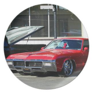 Klassische rote Autoplatte Teller