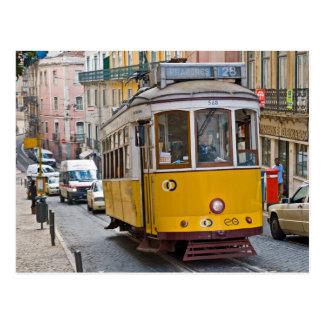 Klassische Tram in Lissabon, Portugal Postkarte