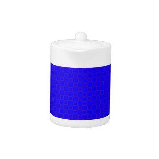 Klassische vibrierende blaue und lila Teekanne