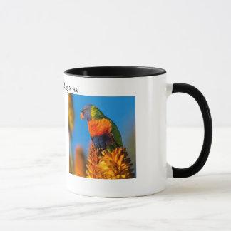 Klassische Weckerkaffee-Tasse mit buntem Papageien Tasse