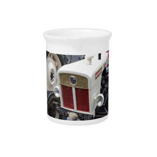 Klassischer britischer Traktor Getränke Pitcher