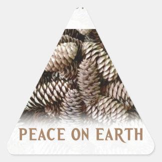 Klassischer Feiertags-Kiefern-Kegel-Weltfrieden Dreieckiger Aufkleber