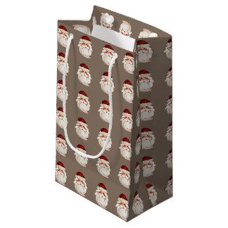 Klassischer Weihnachtsmann stellen gegenüber Kleine Geschenktüte