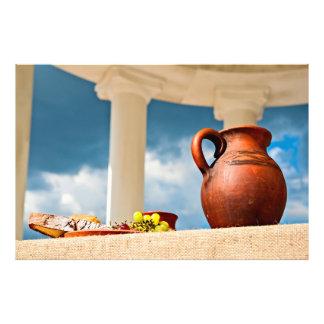 Klassisches antikes Stillleben mit einem Krug Fotodruck