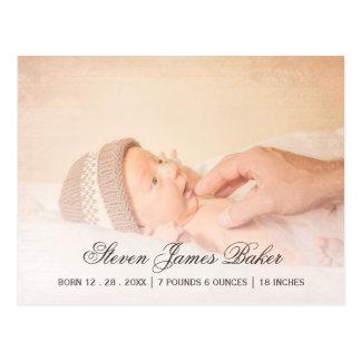 Klassisches Foto-neugeborene Baby-Hand des Vaters Postkarte