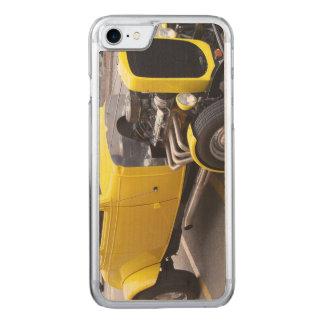 Klassisches gelbes Auto Carved iPhone 8/7 Hülle