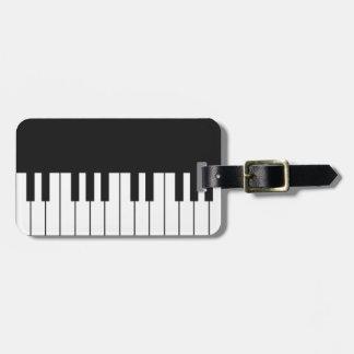 Klavier befestigt Gepäckanhänger