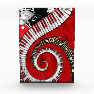 Klavier befestigt Musiknotengrunge-BlumenWirbel Auszeichnung