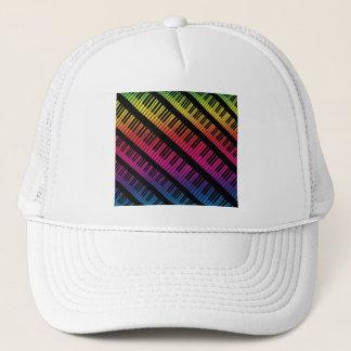 Klavier befestigt Regenbogen der Farbe Truckerkappe